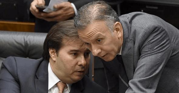 Aguinaldo ganha força para substituir Maia na Câmara