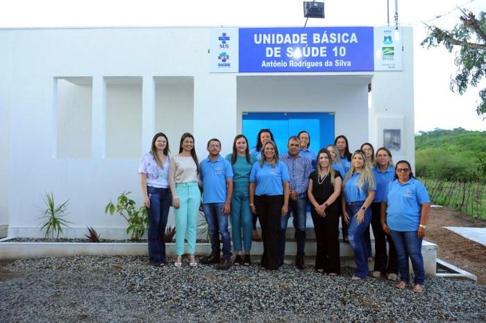 Comunidade de Olho D'Água do Silva comemora entrega do PSF 10 em Monteiro