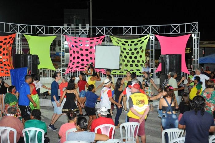 Prefeita Anna Lorena participa de comemorações carnavalescas de serviços municipais