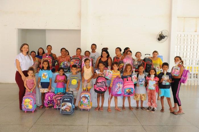Volta às Aulas Solidária garante mochilas para crianças carentes em Monteiro