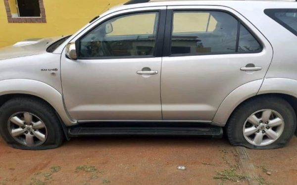 Psicólogo tem pneus do carro cortados em ação criminosa em Santo André, no Cariri