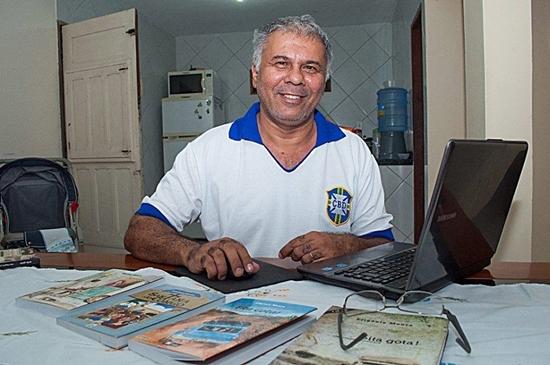 Novo livro de Efigênio Moura é ambientado em São Sebastião do Umbuzeiro e São João do Tigre