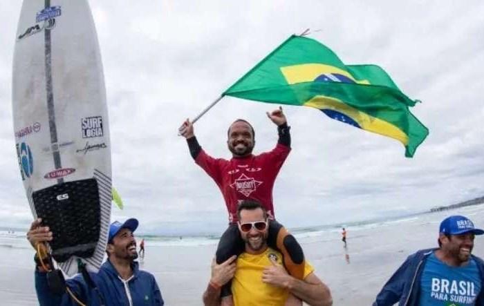 Nordestino com Nanismo é campeão mundial de surfe