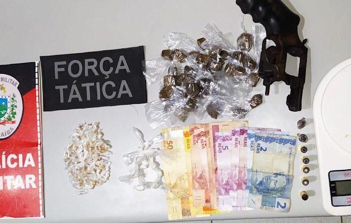 Polícia Militar prende mulher e apreende arma e drogas em Monteiro