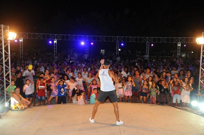 4ª Noite Rosa é sucesso absoluto levando centenas de mulheres à Praça João Pessoa em Monteiro