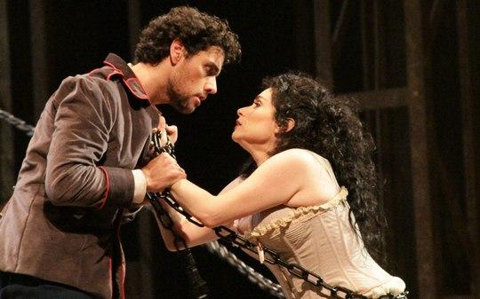 Ópera 'Carmen' vai ganhar adaptação brasileira de Geraldo Carneiro