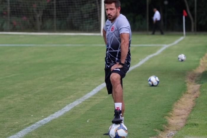 Novo técnico do Vasco quer time ousado na volta aos gramados