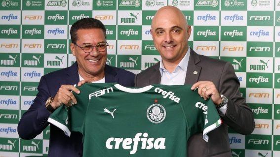 Treinador do Palmeiras estuda adversários visando retomada dos campeonatos