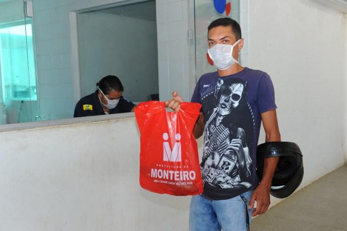 Prefeitura de Monteiro beneficia famílias com entrega de peixes para Semana Santa