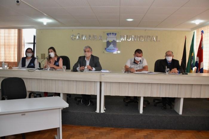 Câmara de Monteiro ouve prestação de contas da prefeita sobre pandemia e aprova criação de comissão