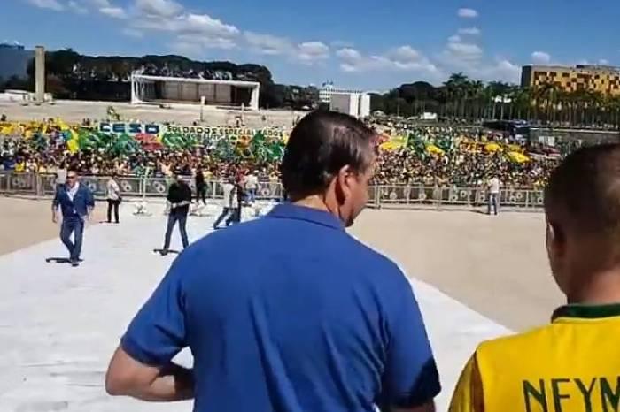 Bolsonaro volta a apoiar ato antidemocrático contra o STF e o Congresso