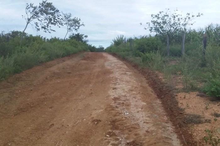 """""""Novos Caminhos"""": Prefeitura recupera estradas da Cachoeirinha, Barreiros, Quixaba, Tamanduá, São José e Extrema"""