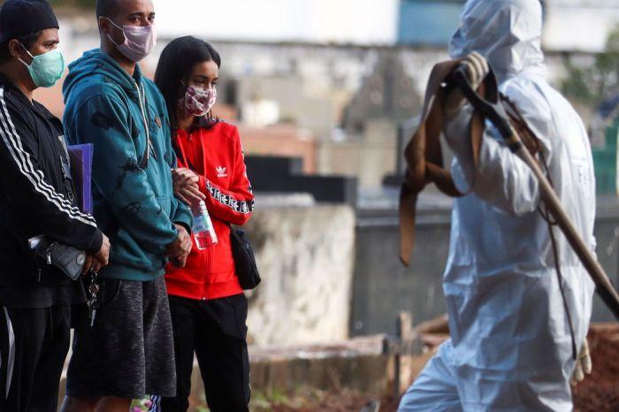 Brasil registra 751 mortes por covid-19 em 24h e bate novo recorde