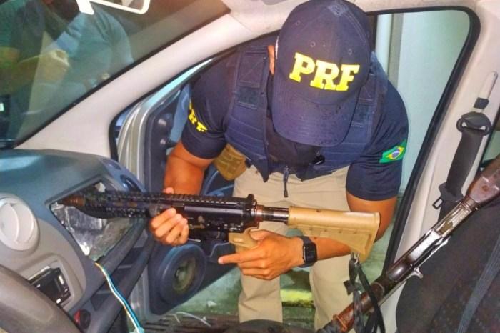 Dupla é presa com armamento de guerra durante inspeção da PRF no Cariri