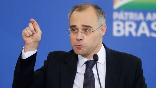 Ministro pede que PF apure vazamento de dados de Bolsonaro e filhos