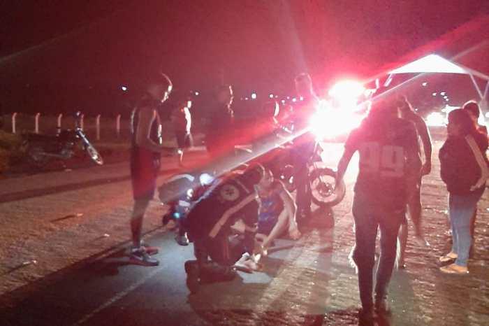 Colisão entre motos deixa três pessoas feridas em Monteiro