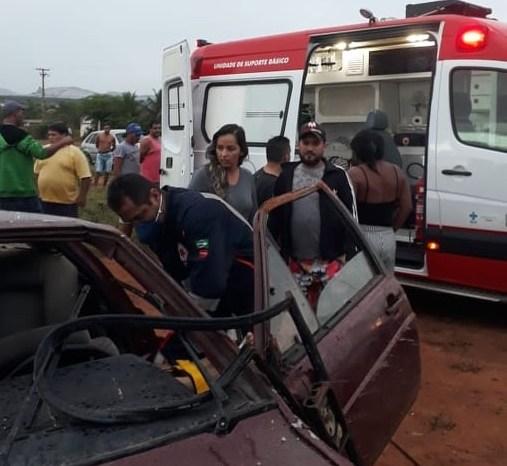 Capotamento de veículo deixa três pessoas feridas em cidade do Cariri