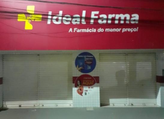 Bandidos a pé rendem funcionárias e levam dinheiro de farmácia em pleno centro de Juazeirinho