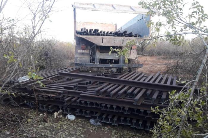 Polícia prende na região do Cariri dupla que roubava linha férrea