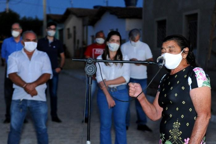 Prefeita Anna Lorena entrega mais uma etapa de ruas pavimentadas em Monteiro