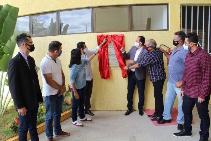 Prefeito Éden Duarte entrega obra do Sumé Shopping à população sumeense