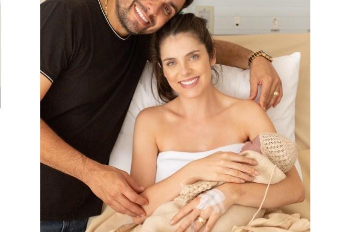 Nasce José, filho do cantor Mano Walter com Débora Silva