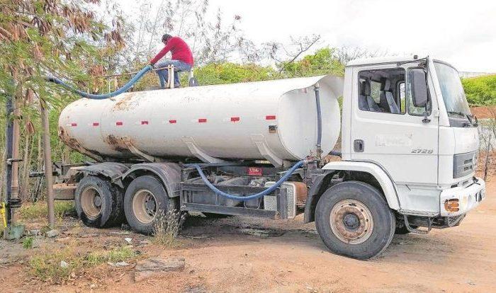 Deputado solicita fiscalização sobre o pagamento de carro-pipa, pela Prefeitura de Alcantil