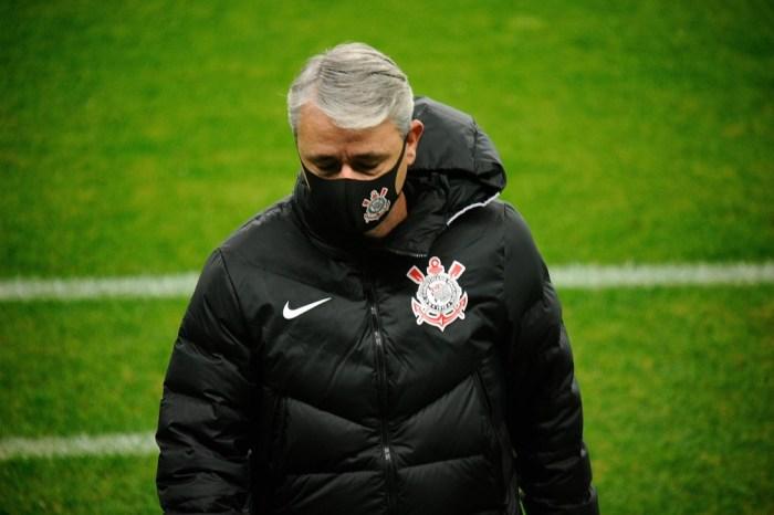 Tiago Nunes não entrega o futebol que prometeu no Corinthians