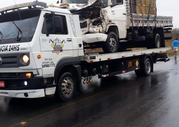 Animal na pista provoca acidente próximo a cidade de Boqueirão madrugada desta sexta
