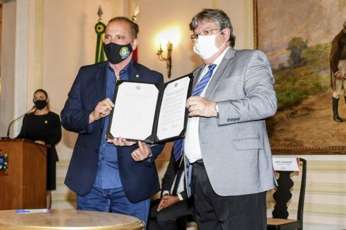 João Azevêdo e Onyx assinam termo que garante R$ 47,8 mi para aquisição do PAA