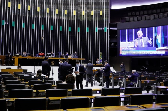 Bolsonaro troca vice-líderes do governo na Câmara