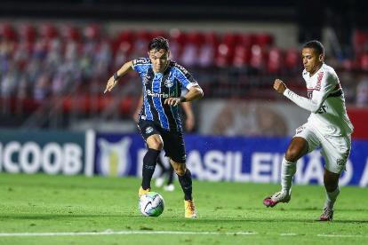 São Paulo fica no empate com o Grêmio e segue no G4