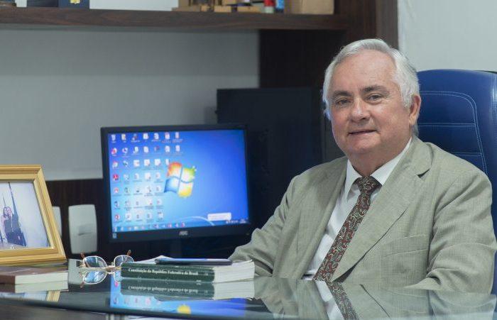 Eitel Santiago é eleito para a Academia Paraibana de Letras