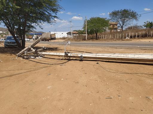Caminhão causa acidente e deixa população sem energia e internet em Sumé