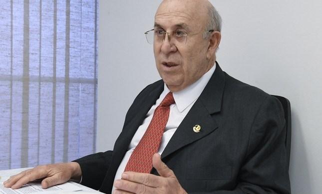 """Ney """"reinaugura"""" pedidos de viagens ao exterior entre senadores"""