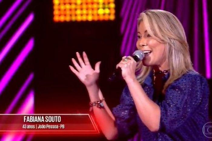 Ex-integrante da banda Magníficos conquista os 4 técnicos do The Voice Brasil