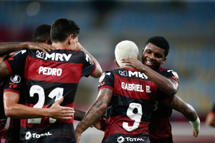 Flamengo se vinga de time equatoriano e garante vaga antecipada nas oitavas