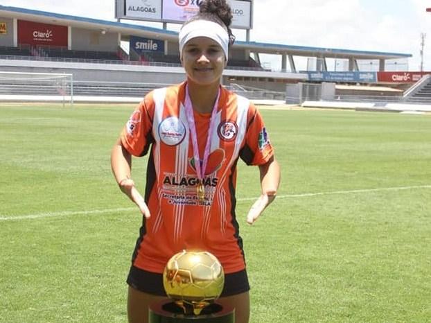 Atleta monteirense disputa Campeonato Brasileiro de futebol feminino por time de Alagoas