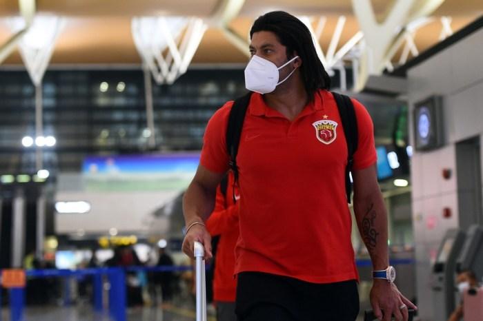 Porto tenta viabilizar a volta do atacante Hulk em janeiro, diz jornal