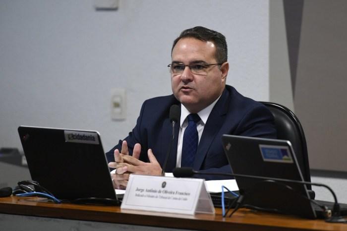 Bolsonaro nomeia Jorge Oliveira para vaga de ministro do TCU