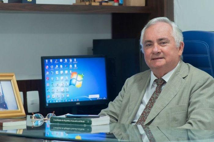 Academia Paraibana de Letras empossa Eitel Santiago
