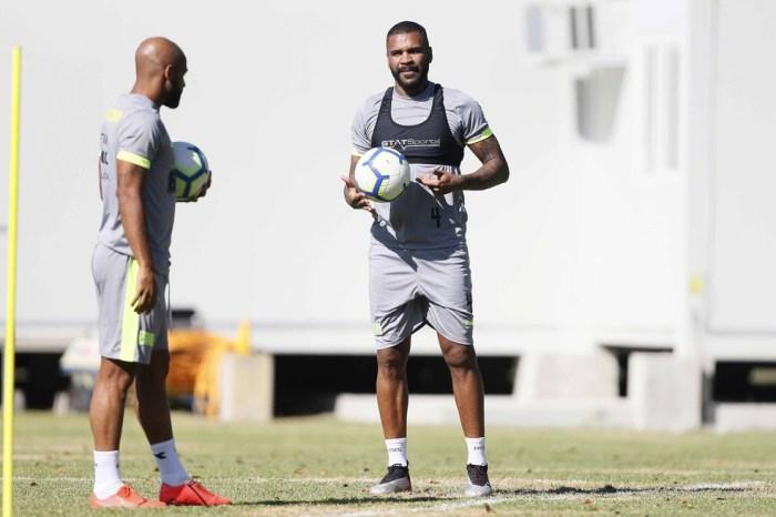 Saída de jogadores reduz quase R$ 1 milhão na folha do Vasco