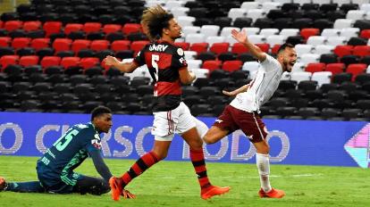 De virada, Fluminense vence Flamengo no Maracanã