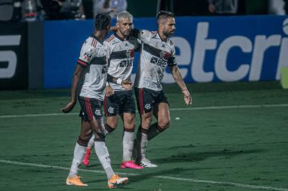 Flamengo volta a vencer e segue vivo na briga pelo título do Brasileiro