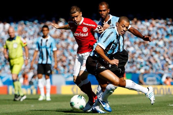 Internacional vence Grêmio e fica cada vez mais próximo do título