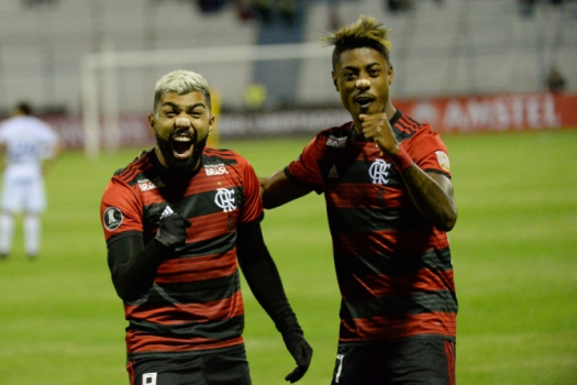 Flamengo vence, fica mais perto do título e deixa Vasco em situação complicada