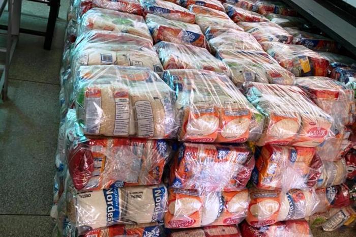 Famílias são contempladas em Monteirocom adistribuição de feiras e verduras
