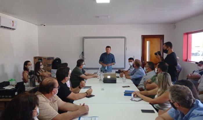 Prefeitos do Cariri Oriental discutem plano de gestão de resíduos sólidos com oito municípios