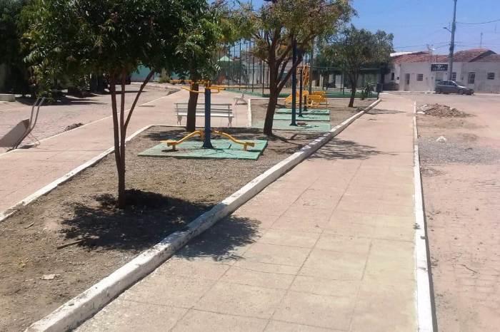 Secretaria de Infraestrutura realiza melhorias e manutenção na Praça dos Pereiros