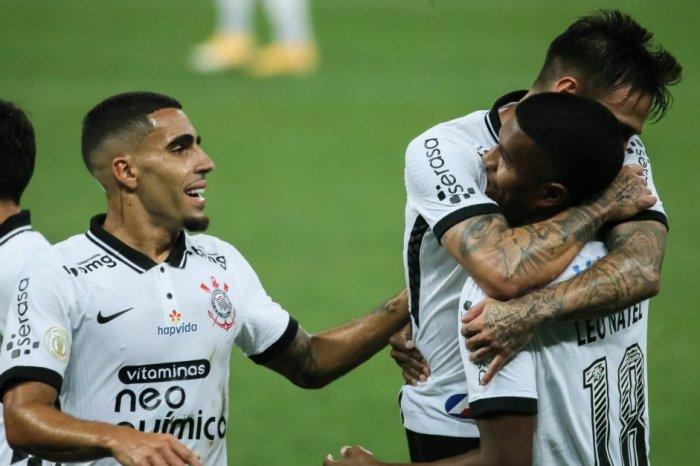 Corinthians vence Ceará, sobe para oitavo e sonha com Libertadores